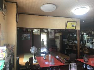 松葉食道 店内1