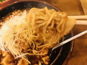 たまる屋亀貝店 背脂マーボー 麺リフト